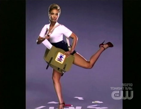 Antm11_5_tyra_delivering